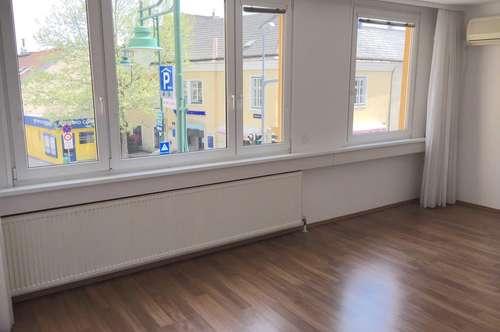 PROVISIONSFREI! - zentrumsnahes lichtdurchflutetes Büro bzw. Ordination (1 Gehminute vom Schrannenplatz).