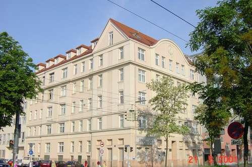 Großzügige 4 Zimmer Wohnung mit erstklassiger Verkehrsanbindung
