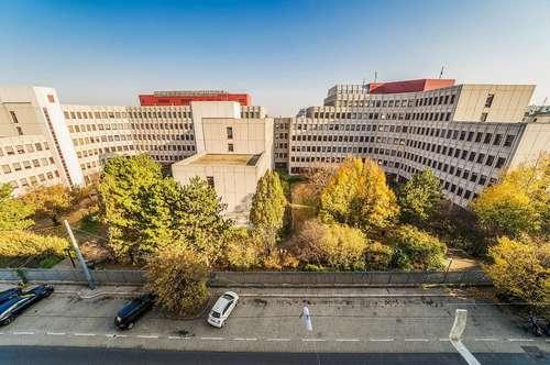 Großes Potential in begehrter Lage - Entkernte Wohnung zur Sanierung - Perfekt für Eigennutzer und Anleger!