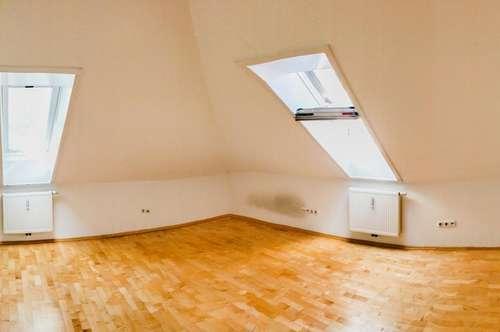 Bestens für WGs - DG-Wohnung mit Lift direkt neben der TU-Graz - Perfekte Innenstadt-Lage. - Mit Abstellraum und getrenntem WC.