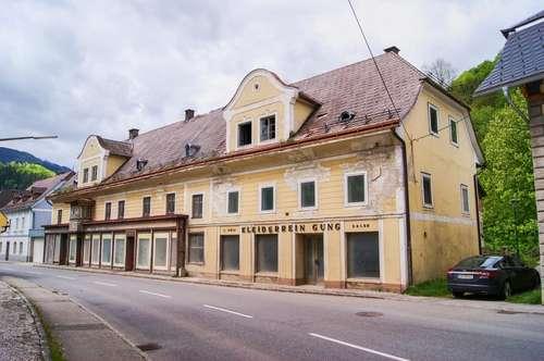 Wohn- und Geschäftshaus mit großem Sanierungs-Potential. - Aufstrebende Region für Wohnbau und Geschäfte.