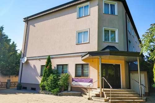 Hotel mit großem Bau-Potential. - Zukunftsorientierte Lage nur 20 Minuten östlich von Wien. - Voll ausgestattet.