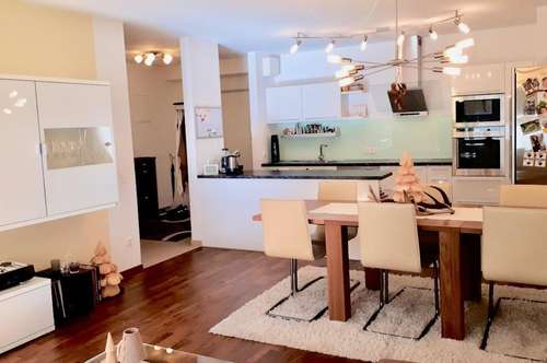 Exklusive Gartenwohnung mit hochwertigen Designermöbeln - neuwertig
