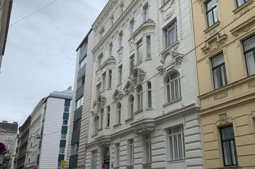 Eine vielseitig nutzbare Immobilie im kreativen Herzen von Wien wird zum Kauf angeboten.