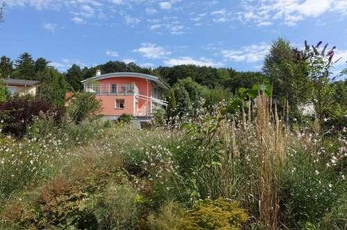 Haus mit vielen Freiflächen großem Garten und Weitblick