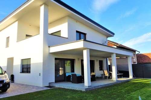 Luxuriös ausgestattes, modernes Designer -Haus am Stadtrand