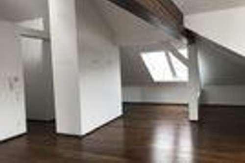 Stilvolle, gepflegte 3-Zimmer-DG-Wohnung mit EBK in Salzburg