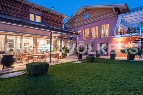 Architektenvilla mit Poolhaus und Seekulisse