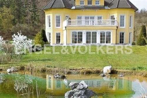 Gepflegte Villa mit Schlosscharakter