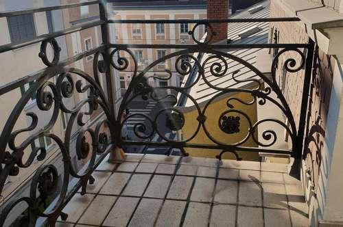 Hochwertig renovierte, wunderschöne Altbauwohnung mit Balkon in absoluter Zentrumslage