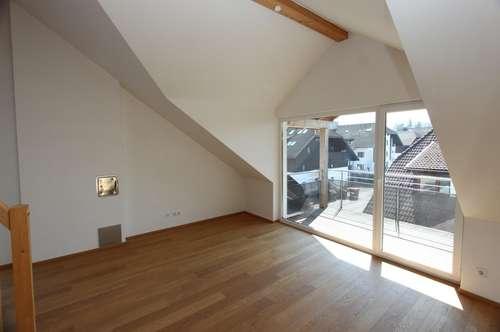 Moderne sonnige 3,5 Zimmer Dachgeschoßwohnung