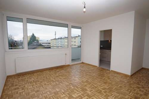 Dachgeschosswohnung in Liefering / Nähe Messezentrum, Erstbezug nach Sanierung