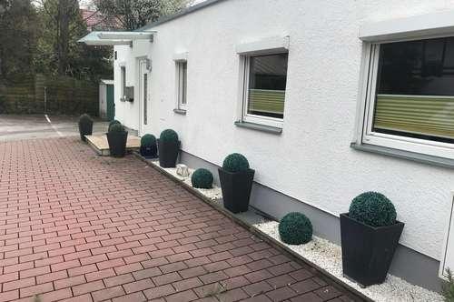 """Privatverkauf - """"Eckreihenhaus-Charakter"""" 3 Zimmer + Garten + 2 Parkplätze"""