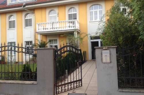 Exclusive Wohnung in einer Villa mit Garten und Terrasse