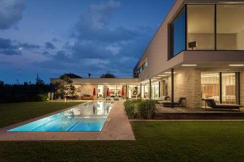 Aussergewöhnliche Design-Pool-Villa auf 8300m2 angelegtem Park - incl. Einrichtung - Provisionsfrei