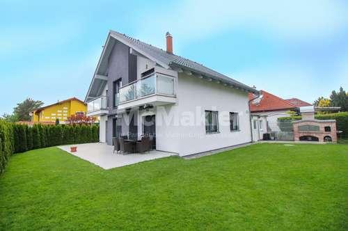 Moderner Wohntraum! Neuwertiges EFH mit großzügiger Terrasse, Garten und 2 Balkonen