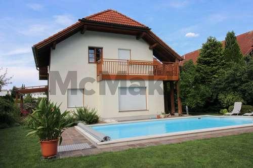 Wohnen im Paradies: 6-Zi.-Familiendomizil mit Pool nahe der Donau
