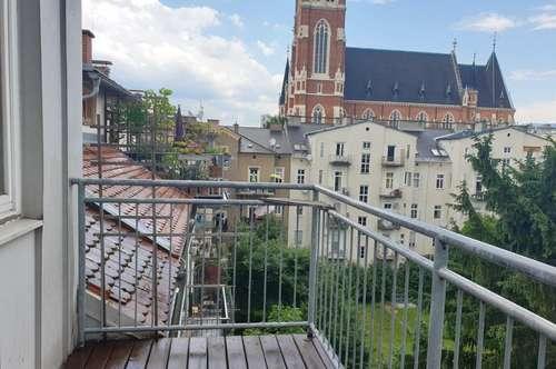 Studenten aufgepasst!!! Charmante Garconniere mit Balkon und einem schönen Blick auf Herz-Jesu Kirche in St. Leonhard!!!!