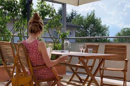 Exklusive klimatisierte(!) Dachterrassen-Wohnung mit hohen Räumen und exquisiter Ausstattung.    Provisionsfrei!    Ziehen Sie gleich mit dem Koffer ein!