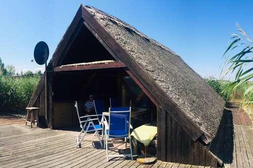 Idyllische Seehütte mit direktem Landzugang und eigener Bootsgarage