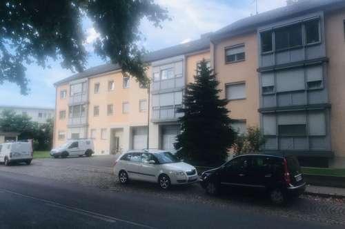 Charmante, helle 3-Zimmer Mietwohnung mit Loggia und eigenem Parkplatz !