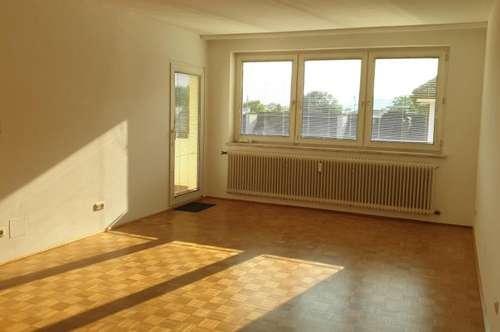 Helle komplett neu sanierte Wohnung