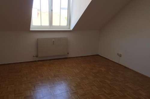 Schöne und helle Wohnung in bester Lage in Alturfahr zu vermieten!