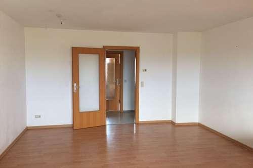 Ablösefrei - Schöne, großräumige 4 Zimmer Wohnung inkl. Parkplatz (Familien und WG tauglich)