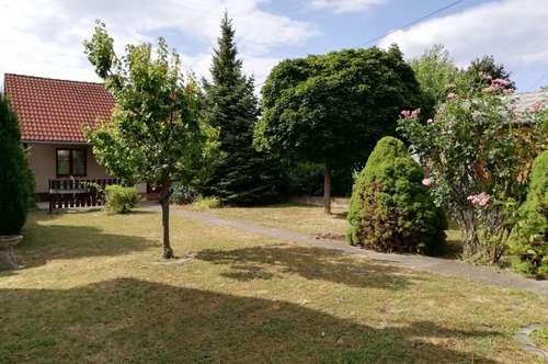 Kurpark Oberlaa...Kleingartenhaus mit großem Garten zum VERLIEBEN!