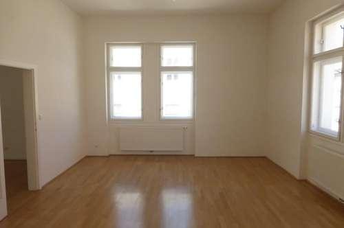 Schöne 4 Zimmer Wohnung im Herzen der Stadt