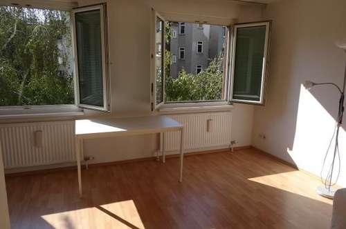 Sonnige 30,5 m² Wohnung sucht ruhigen älteren Mieter