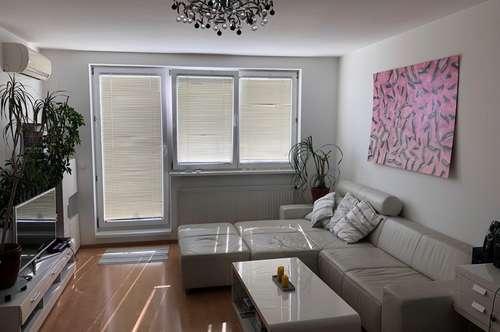Dachgeschoßwohnung - mit Klimaanlage - Nachmieter gesucht - provisionsfrei