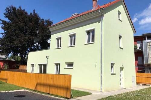 Neu saniertes Haus mit großer Terrasse in 2.Reihe!