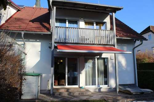 Neuwertig: Haus mit 120 m2 Wohnfläche mit Pool, 2 Carports und Eigengarten