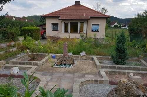 +++ PAUL & Partner +++ Einfamilienhaus - mit weitläufigen Garten - Baugrundstück