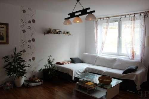 PAUL & Partner: Moderne und schöne Terrassen Maisonette Wohnung mit Balkon und Garage