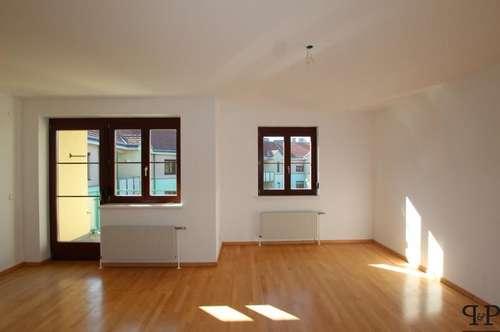 PAUL & Partner: Eigentumswohnung mit Loggia und Tiefgaragenplatz