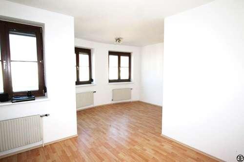 Eigentumswohnung mit Loggia und Tiefgaragenplatz <<<