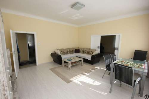 PAUL & Partner: Einfamilienhaus auf 2.600 m² Grund mit traumhaftem Ausblick + Sauna + Pool !!