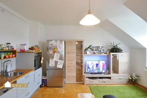 Großzügige, sehr helle und schöne Dachgeschosswohnung, Loggia mit herrlicher Fernsicht! Weigelsdorf