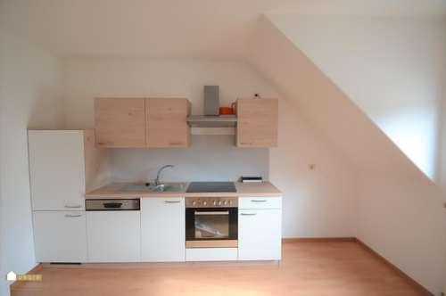 schöne Wohnung mit Wohnzimmer, 2 Schlafzimmer ink. neuer Küche!