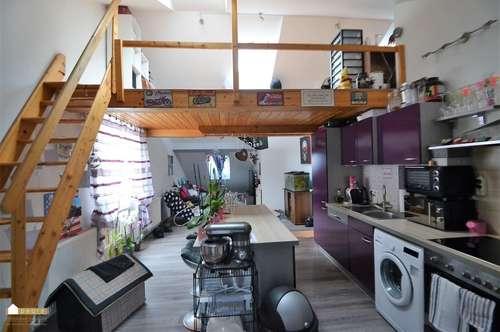 Ideal für junge Menschen, coole Dachgeschoß-Wohnung, zentral gelegen
