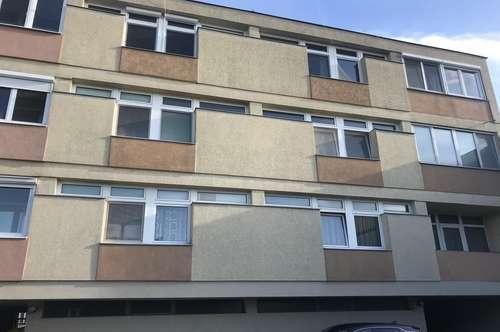 Zentrumsnahe 3 Zimmer Loggien-Wohnung mit KFZ Stellplatz