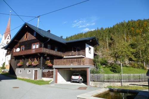 Bauernhaus mit großzügigem Garten, Terrasse und Doppelgarage