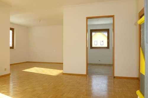Schnäppchen: helle, freundliche 3-Zi-Eigentumswohnung, Loggia, TG-Platz