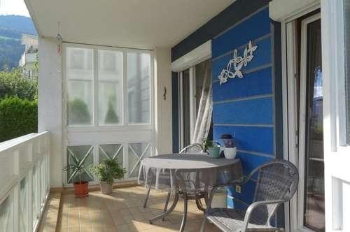 Eigentumswohnung mit Loggia, kleiner Grünfläche, Tiefgaragenplatz