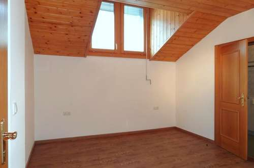 2-Zi-Dachgeschoßwohnung zu mieten!