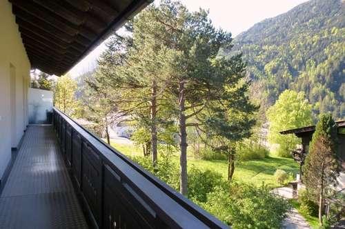 großzügige Mietwohnung mit Balkon