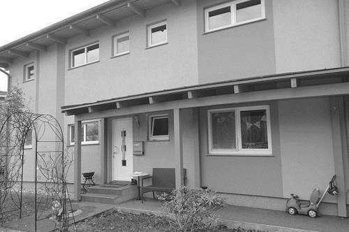 HERRLICHER PLATZ FÜR ALLE ALTERSGRUPPEN - 6 RÄUME - CARPORT