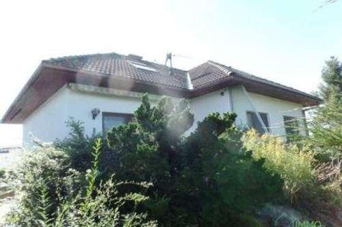 2434 Götzendorf See - Solides Einfamilienhaus mit 2 Wohneinheiten mit Seezugang!